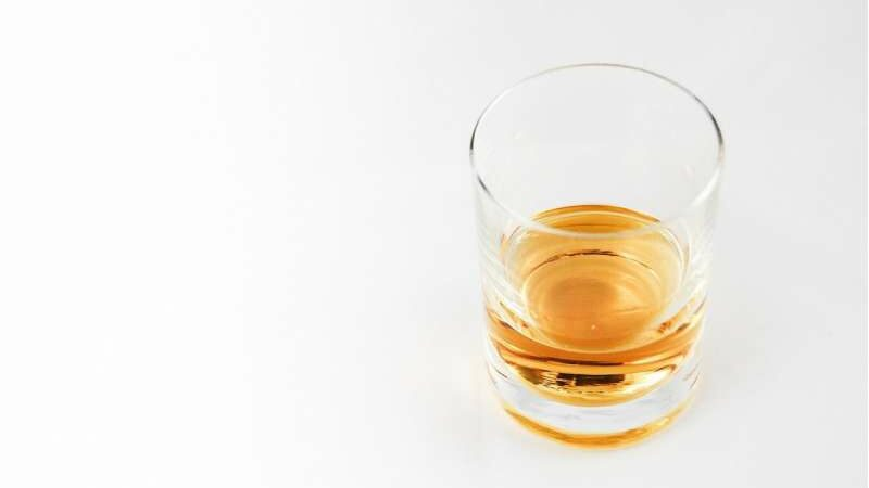 Only a minority of those with alcohol use disorders receives medication