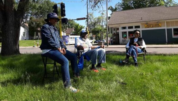 Locals Are 'Interrupting Violence' in Minneapolis – One Lawn Chair at a Time